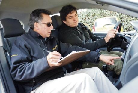 Reprueban examen de conducir (Teletrece)