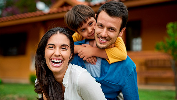 Imagen de familia feliz Klare